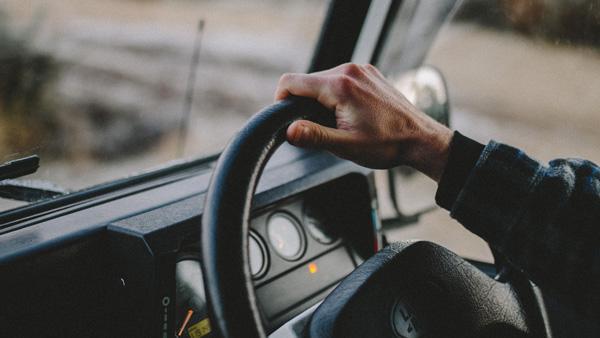 男らしい姿に萌!「長距離トラック運転手」